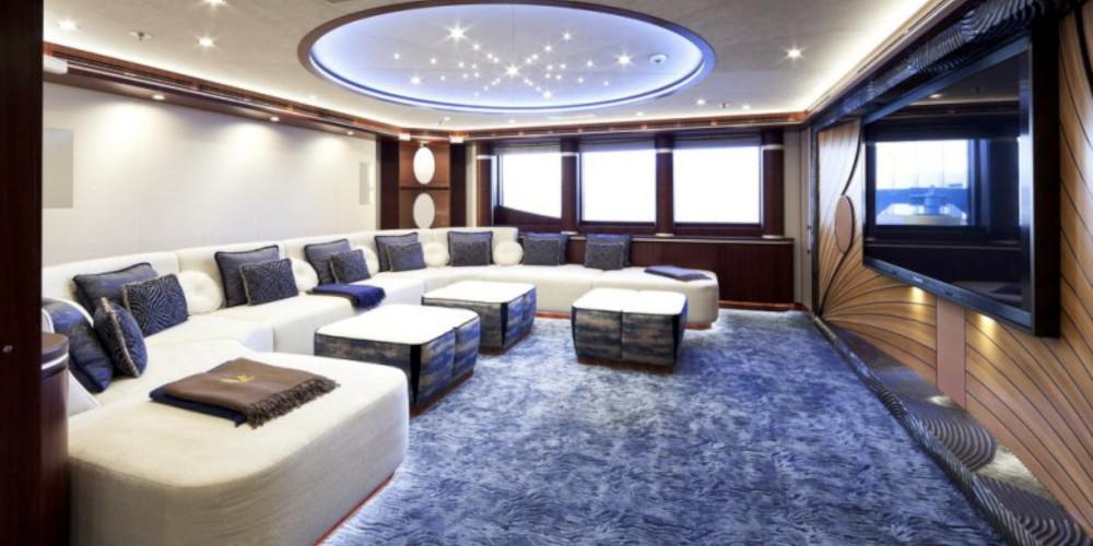 16_Quattroelle_mega_luxury_motor_yacht_charter_LURSSEN